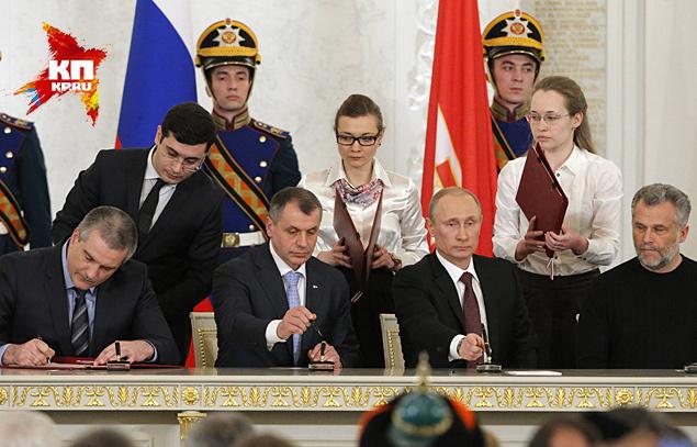 Россия и Крым подписали договор о вхождении республики, включая Севастополь, в состав РФ Фото: REUTERS
