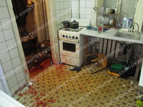 На полу оперативники увидели лужи крови