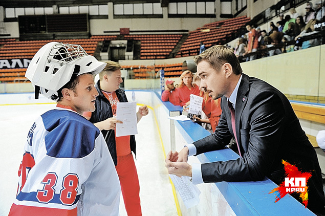 Денис Никифоров (справа) дает ценные указания Игорю Огурцову. Фото: Иван ВИСЛОВ