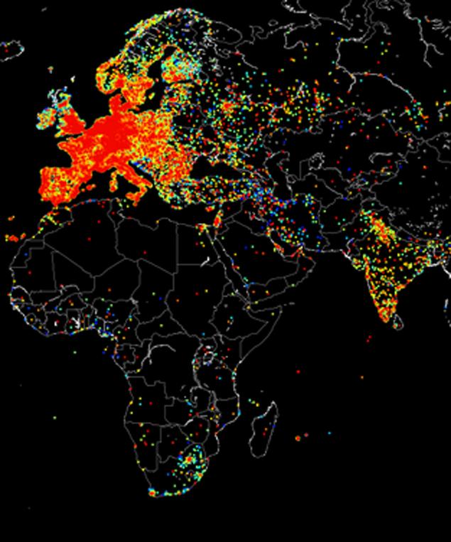 Красное пятно справа от Западной Европы - это московский интернет. Плотный. А в окрестностях - жидковат.
