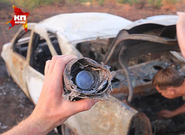 Автомобиль Андрея Стенина был расстрелян и сожжен на шоссе Фото: Александр КОЦ, Дмитрий СТЕШИН