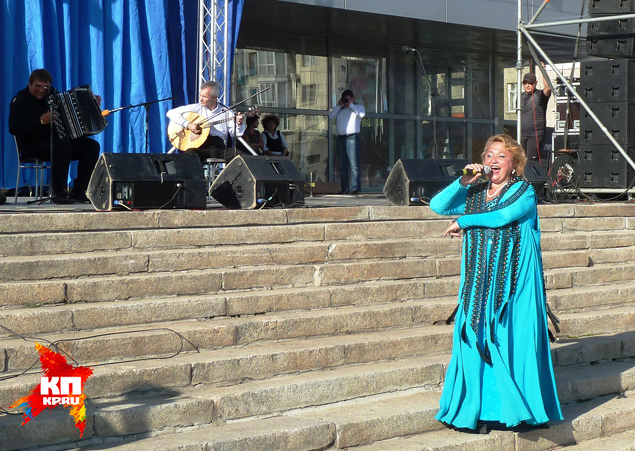 Надежда Крыгина спела от всей души Фото: Николай ВАРСЕГОВ