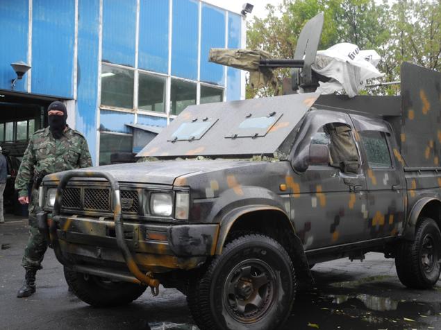 Украинские военные сейчас пытаются что-то сделать с пулеметами ДШК времен ВОВ, у которых нет станков. А бойцы Безлера решили эту проблему смекалисто. И таких авто-тачанок у ополченцев хватает. Фото: Александр ГРИШИН