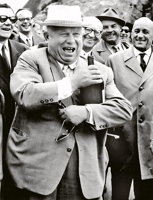 Никита Хрущев любил повеселиться или рассказать анекдот не только среди своих, но и при общении с главами иностранных государств. Фото: ТАСС