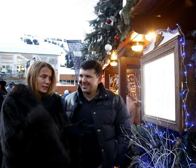 Олег Байбаков с супругой Еленой на праздновании русского Рождества в Куршевеле Фото: РИА Новости