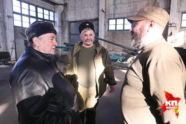 Александр Проханов на рембазе казаков Фото: Александр КОЦ, Дмитрий СТЕШИН