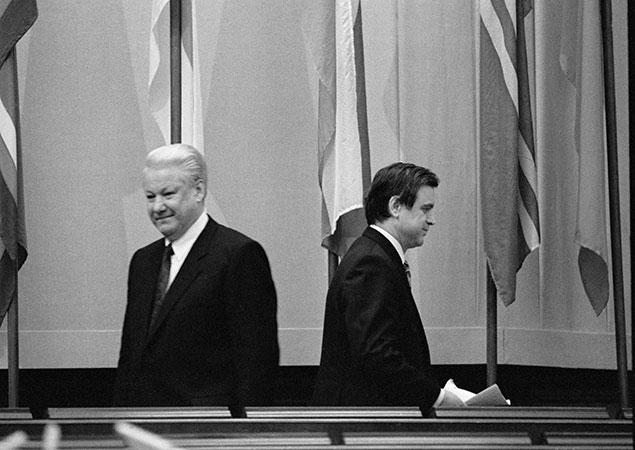В декабре 1992-го Борис Ельцин и Руслан Хасбулатов разошлись во взглядах на то, что надо делать со страной. Один раз - и на всю оставшуюся жизнь. Фото: РИА Новости