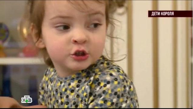 Певец дал дочке двойное имя в честь Аллы Пугачевой и своей покойной матери Виктории. Фото: кадр НТВ.