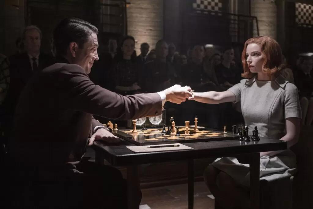 «Ход Королевы» получил 7 премий «Эмми», а Клэр Фой вторую подряд за сериал «Корона»