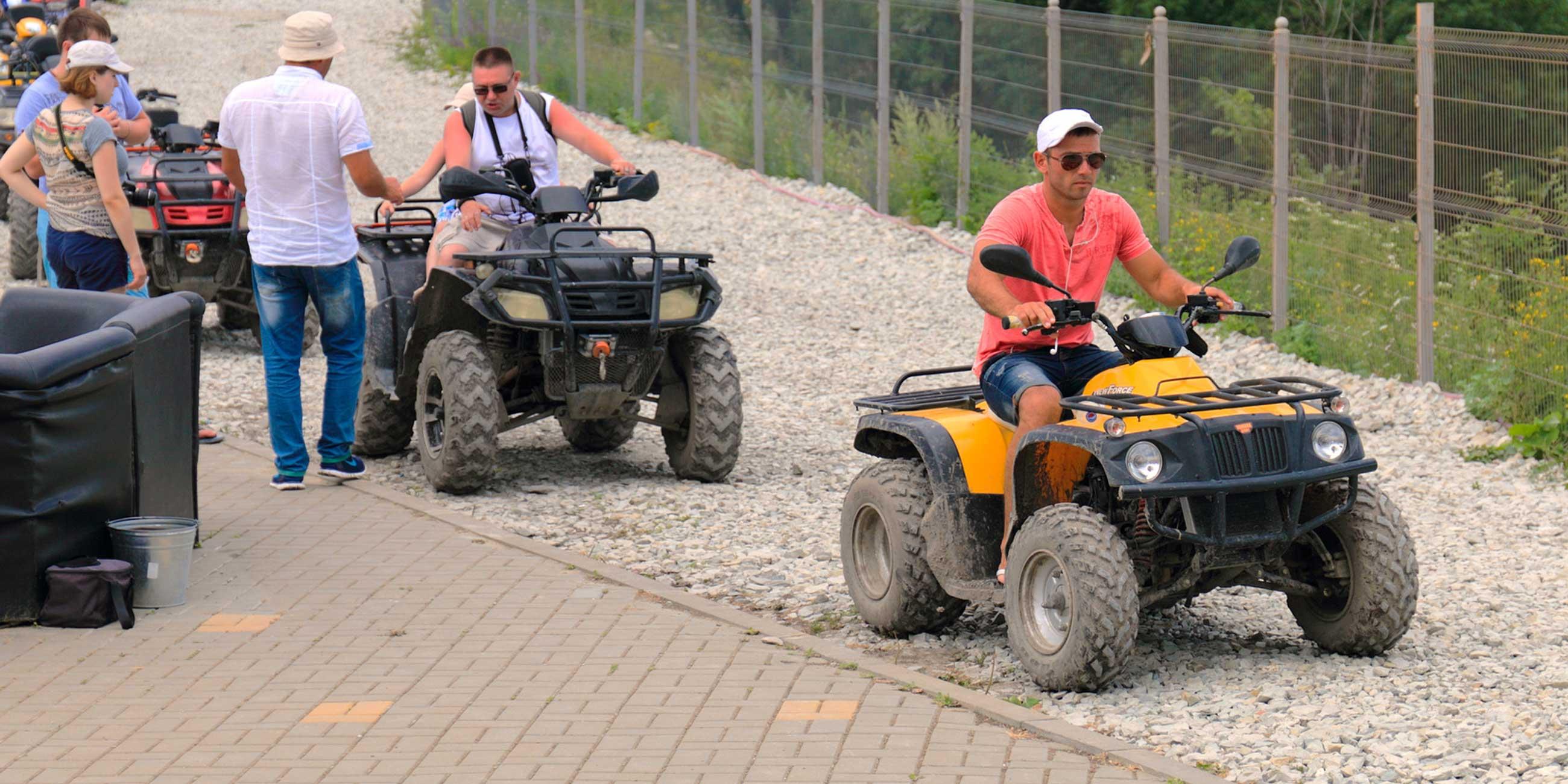 В парке можно взять в аренду джипы, квадрациклы и горные велосипеды.Фото: Николай ГОЛИКОВ, lori.ru