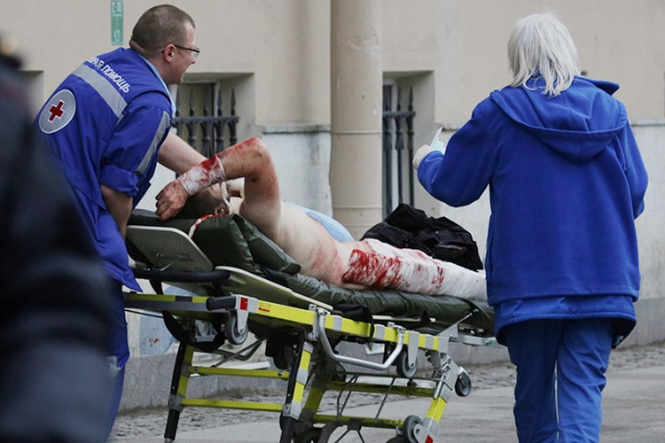 По словам очевидцев, жертвами происшествия стали шесть человека
