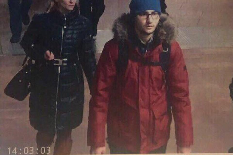 Камера засняла террориста в вестибюле метро в 14.03.
