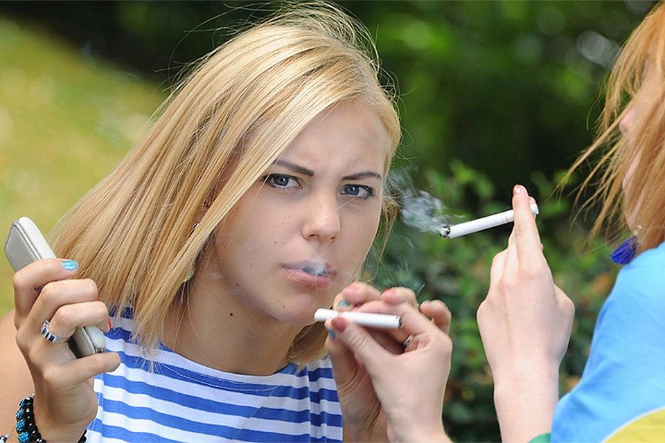Курят девочки подростки