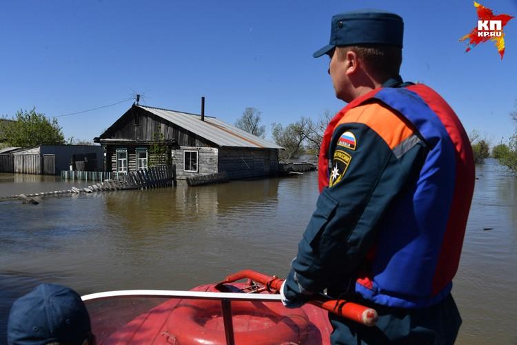 Уровень воды в реке Ишим начал медленно снижаться
