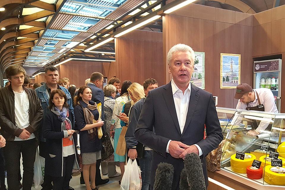 Сергей Собянин на открытии нового рынка.