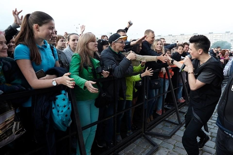 Илья Хвостов открыл гала-концерт возле Дома Советов.