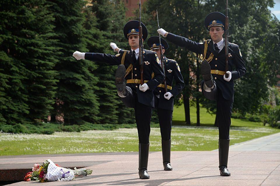 Первая рота Президентского полка в любую погоду (и в любую непогоду) несет службу