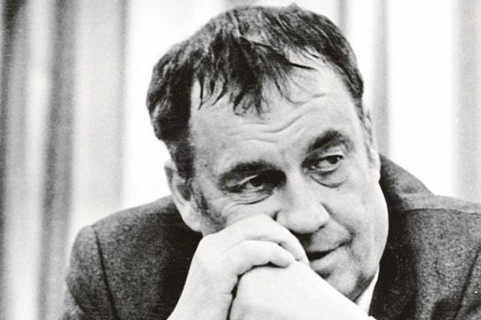 Это фото сделано 15 марта 1983 года - Эльдар Рязанов в редакции «Комсомолки». Режиссеру - 55 лет.