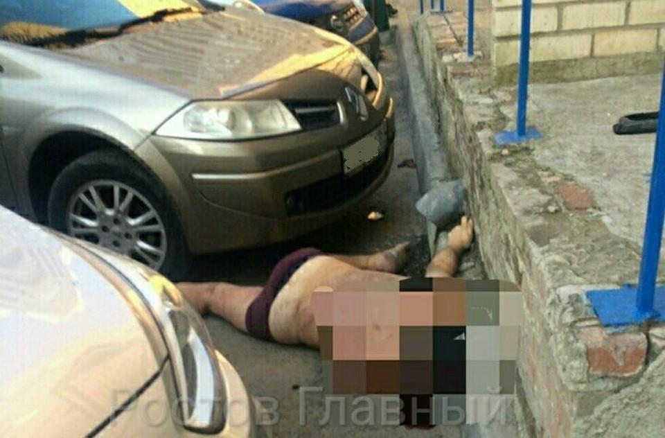 В ростове-на-дону мужчина упал с 9 этажа и разбил припаркова.