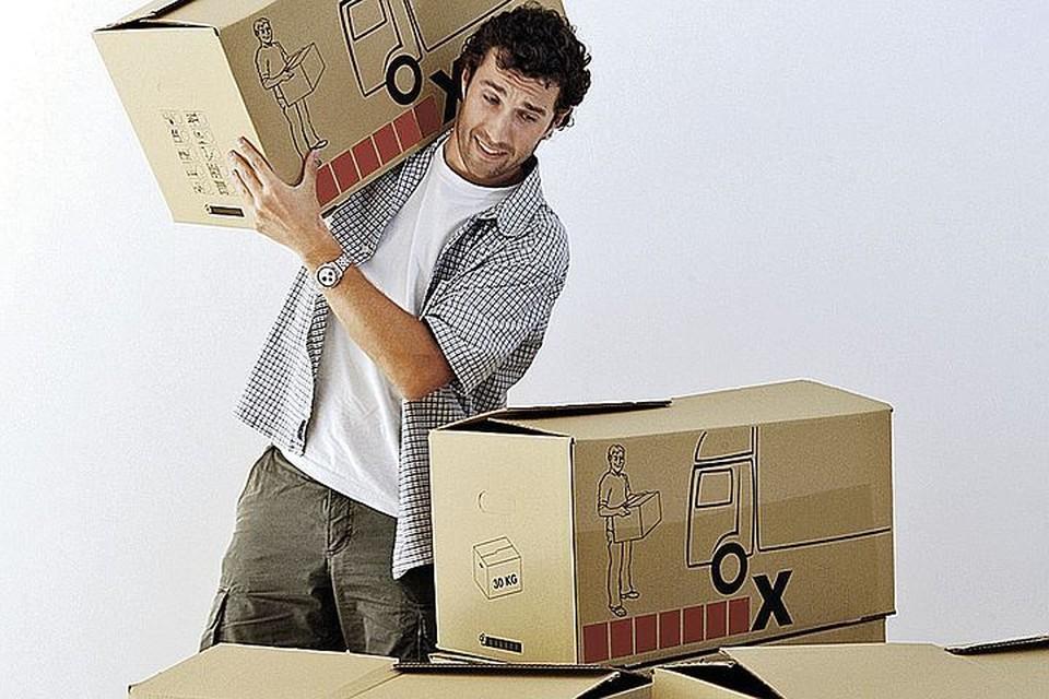 - А может, кому-то нужны вместительные коробки? Грузчик в придачу!