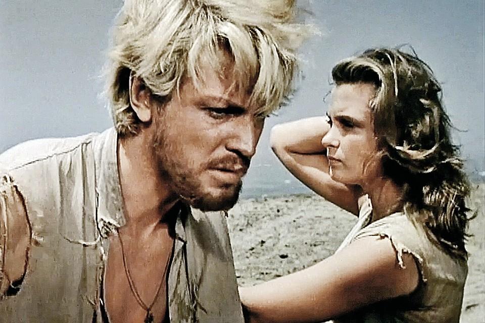 <br /> В картине «Сорок первый» (1956 год)возлюбленной Олега Стриженова стала Изольда Извицкая. Но только по фильму.
