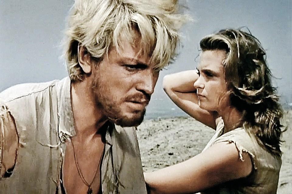 В картине «Сорок первый» (1956 год)возлюбленной Олега Стриженова стала Изольда Извицкая. Но только по фильму.