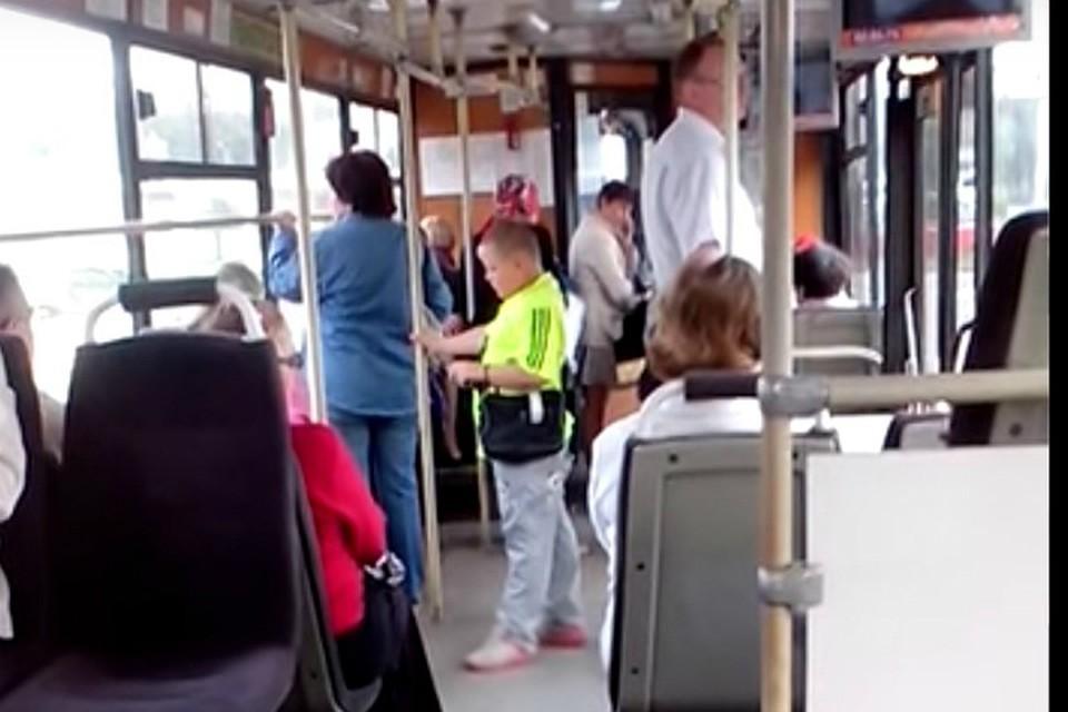 Секс кондуктора в автобусе