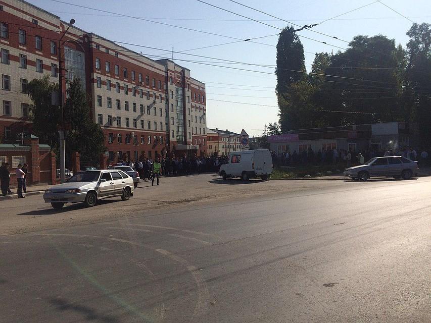 Мэрия Саратова эвакуирована из-за сообщений обугрозе взрыва