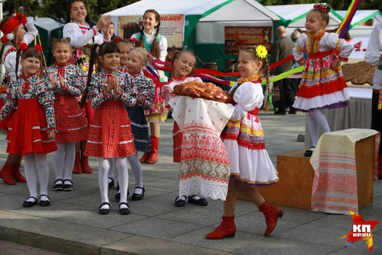 Парад оркестров и выставка мастеров состоялись в центре Барнаула