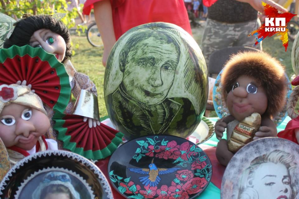 Портрет Владимира Путина на арбузе.