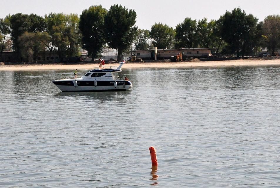 Объект проплыл по Дону мимо отдыхающих ростовчан. Фото с личной страницы Александра Оленева.