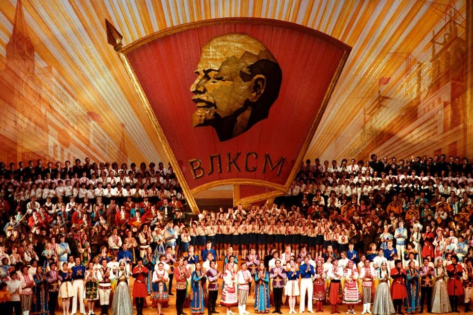 Концерт мастеров искусств в Кремлёвском Дворце съездов после торжественного заседания ЦК ВЛКСМ, 27 октября 1978 года.