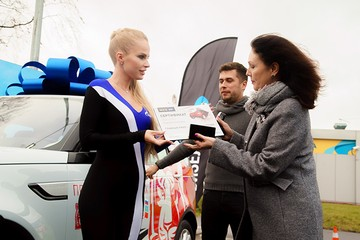 Петербурженка приехала на заправку, а выиграла внедорожник