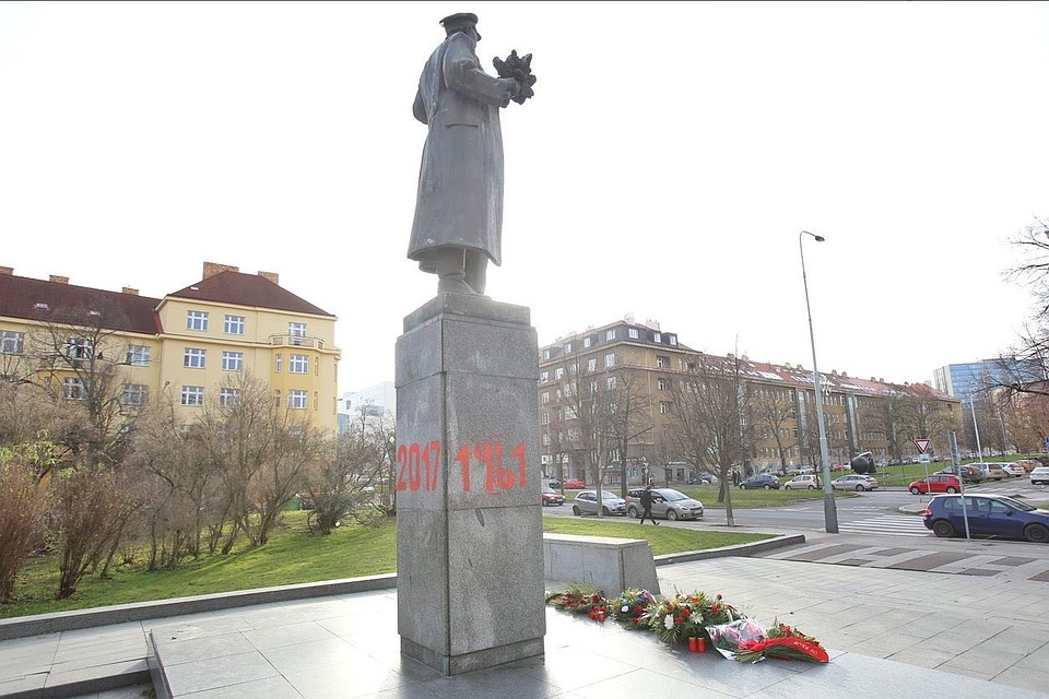 Памятники екатеринбург цены я крым памятники из гранита белорецк