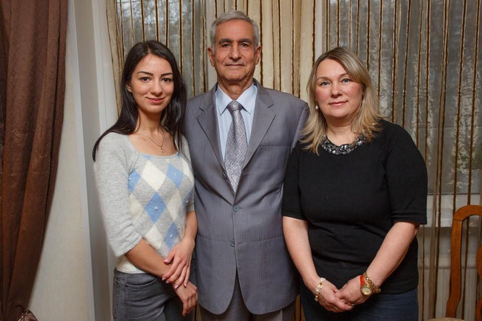 Счастливая семья: дочь Лиза, Мохаммад, Евгения.