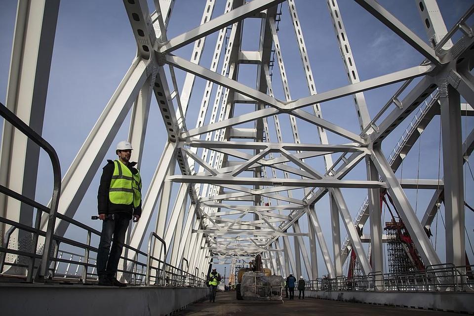 В Крым по мосту не получится доставить, напрмер, кобальт, азотную кислоту или бактерию сибирской язвы