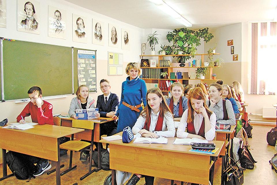 Переспала с учителем за пятерку русское