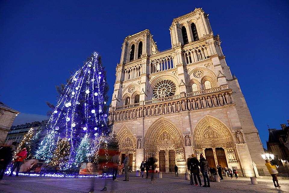 56% жителей Франции называют себя верующими католиками, а две трети являются крещёными