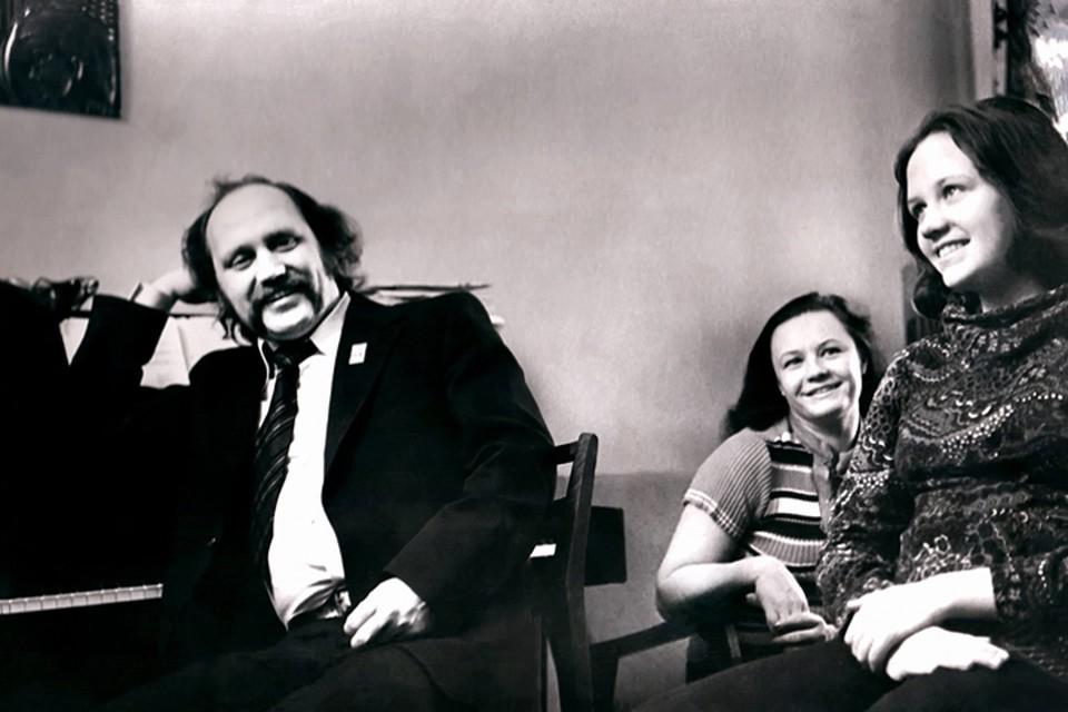 Долгие годы это была счастливая семья: Владимир Мулявин, Лидия Кармальская и Марина Мулявина. 1973 год. Фото: Личный архив