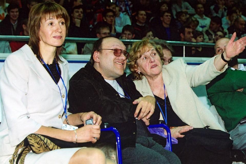 Александра Овчинникова (слева), Юрий Кондрашин и Евгения Кондрашина в 2004 году. ФОТО: Антон КИЧЕВ