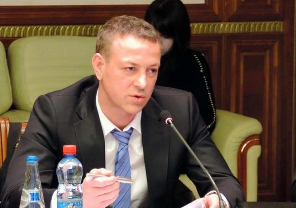 Виктор Лемешевский говорит, что в Пинске живет в 500 метрах от аккумуляторного завода.