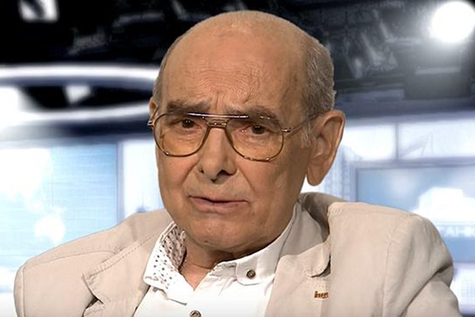 Любовцев снял 19 документальных фильмов, побывал в 30 странах мира и за репортерскую работу получил Государственную премию СССР