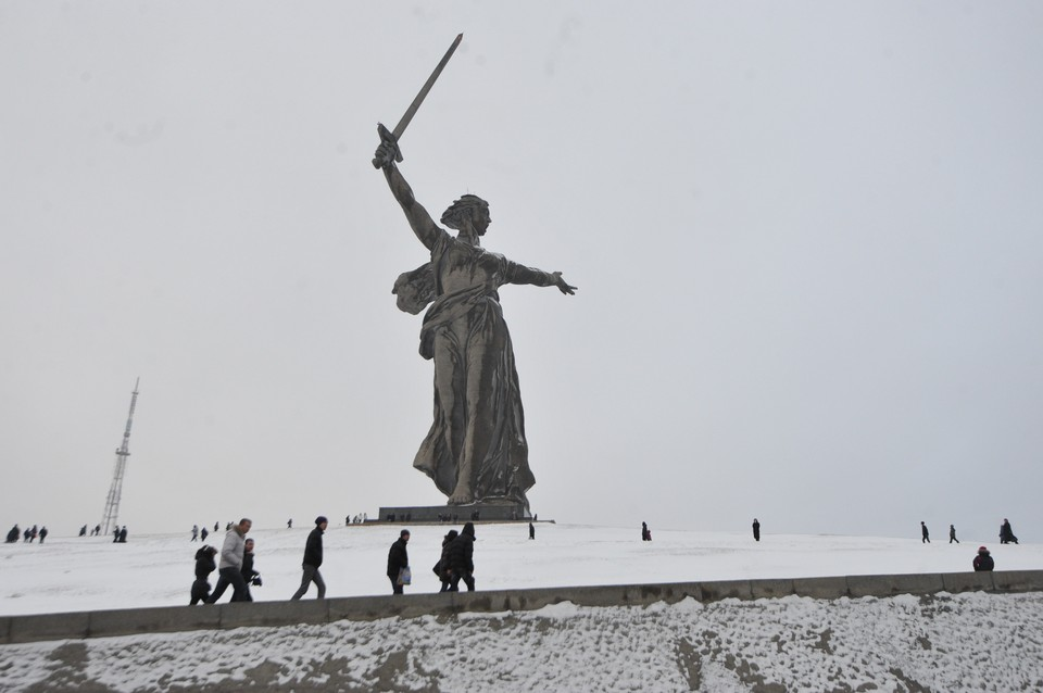 """Монумент """"Родина-Мать"""" в Волгограде увековечил память бойцов, погибших в Сталинградской битве."""