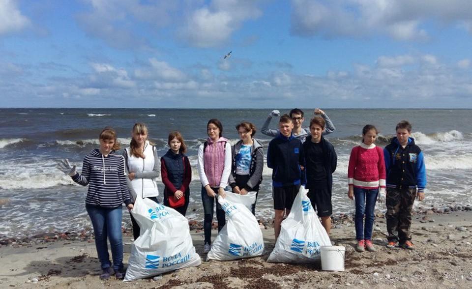 Ежегодно школьники убирают с берега Балтийского моря десятки тонн мусора Фото предоставлено движением «Зеленая планета»