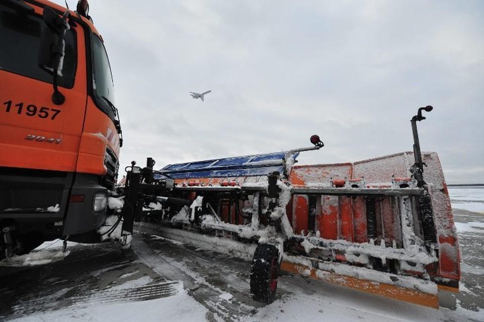 В аэропортах Москвы задержали и отменили около 40 рейсов