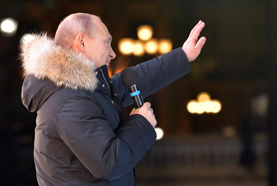 После обработки 98,59% итоговых протоколов за Владимира Путина проголосовали 55 миллионов 13 тысяч 955 человек.