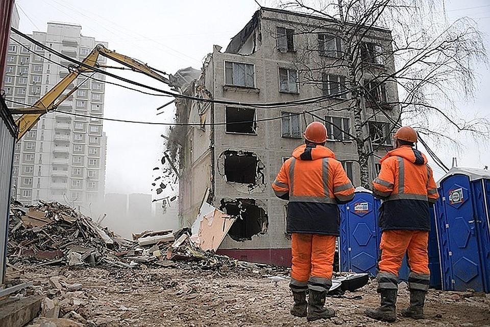 Собянин почти в два раза увеличил зарплаты рабочим стройкомплекса Москвы.