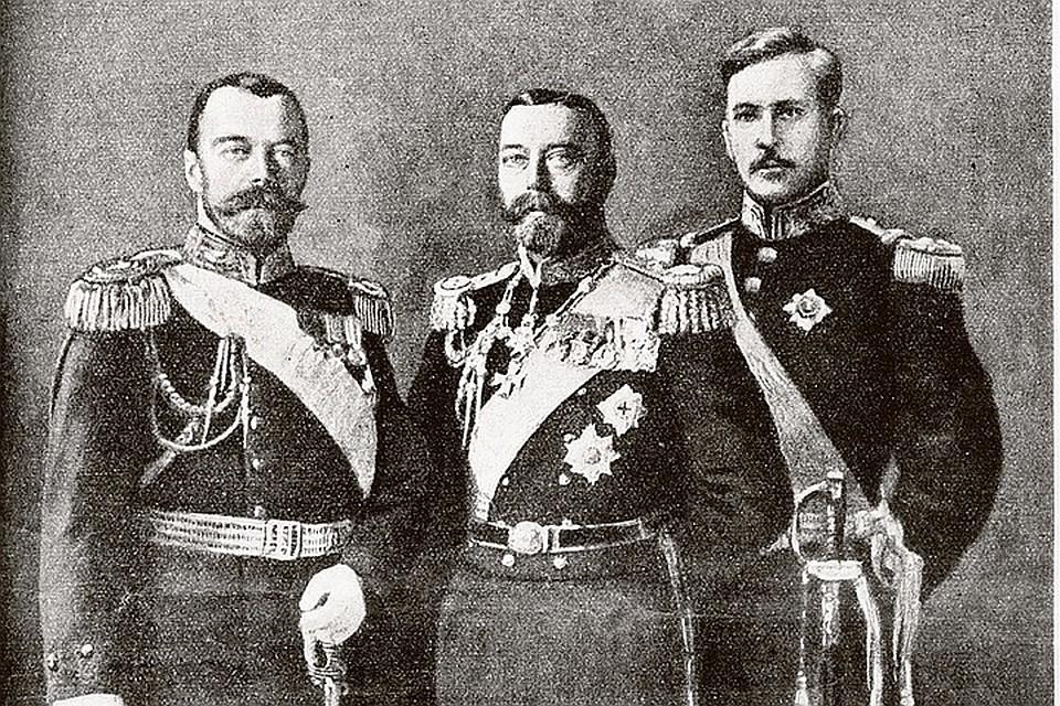 Двоюродные братья Николай II (слева) и Георг V (в центре) даже внешне были очень похожи. Справа - король Бельгии Альберт 1. Обложка журнала «Нива», август 1914 года.