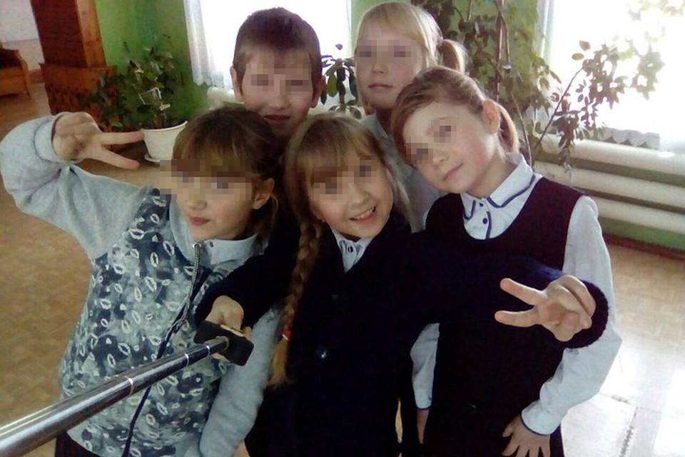 «Я люблю своих одноклассников», - подписала это фото Вика Почанкина