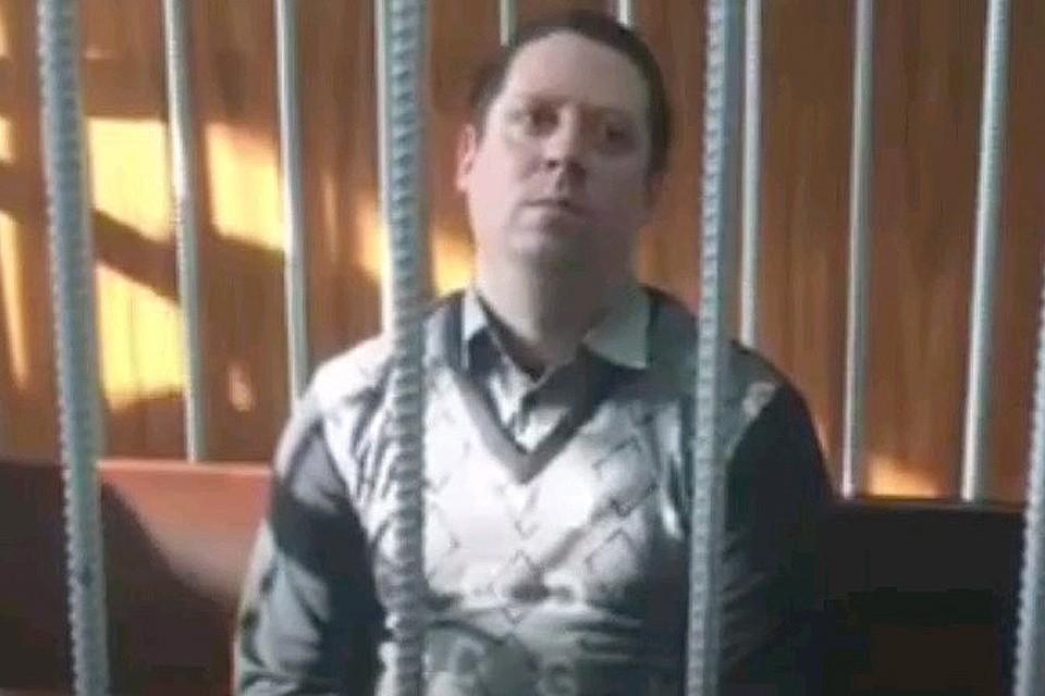 Охранник Сергей Антюшин в помещении суда.